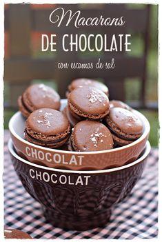 Macarons de chocolate con escamas de sal {by Paula, Con las Zarpas en la Masa}