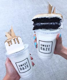 Image about milk in Food🍦🍩 by Almendra Martinez - Milchshake Cute Desserts, Delicious Desserts, Yummy Food, Oreo Ice Cream, Icecream Bar, Starbucks Drinks, Food Goals, Aesthetic Food, Food Cravings