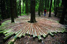 Land art ai Corni di Canzo (Maria Cristina Brambilla) (With images) Outdoor Sculpture, Outdoor Art, Outdoor Gardens, Sculpture Art, Metal Sculptures, Abstract Sculpture, Bronze Sculpture, Garden Pond, Garden Art