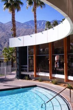 Curves Ahead is the Iconic Mid Century Ocotillo Lodge located in Palm Springs CA. This colorful image really Modern Japanese Architecture, Modern Architecture House, Modern Exterior, Exterior Design, Window Grill Design Modern, 3 Storey House Design, Palm Springs California, Townhouse Designs, Mid Century