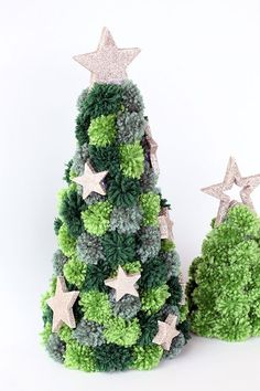 Weihnachten Creation Pom pom Christmas tree craft Article Physique: The New 12 months is a Festive t Christmas Pom Pom Crafts, Christmas Crafts For Adults, Diy Christmas Tree, Craft Stick Crafts, Christmas Tree Decorations, Holiday Crafts, Christmas Wreaths, Primitive Christmas, Country Christmas