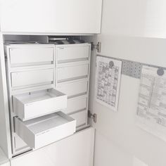 【薬収納】お薬にオススメのダイソー・セリア商品☆|LIMIA (リミア) Muji Storage, Desk Supplies, Daiso, Japanese Interior, Japanese House, Inspired Homes, Closet Organization, Bathroom Medicine Cabinet, Decorative Items