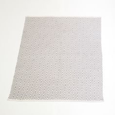 GREY AND WHITE RUG QTY: 2