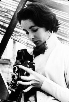 "lizandmarilyn: "" Elizabeth Taylor with a Rolleiflex camera, "" Girls With Cameras, Old Cameras, Vintage Cameras, Antique Cameras, Elizabeth Taylor, Classic Hollywood, Old Hollywood, Francisco Javier Rodriguez, Rolleiflex Camera"