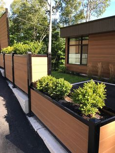 Our Ezfence offers endless possibilities in terms of installation: privacy fence, railing, rectangular planter, .. Composite Fencing, Rectangular Planters, Fence Boards, Tropical Colors, Outdoor Living, Composition, Plants, Beautiful, Fence
