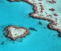 Ayers Rock in Northern Territory, Australia @luxury_travel  via Theneeds