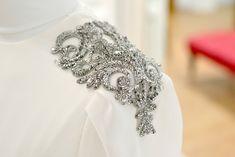 hombrera-plata-vestido-novia-carmen-maria-mayz.jpg