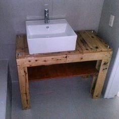 """Mesa para lavamanos modelo BT1 fabricado con pallets 100% recicladas. """"Reciclar es una pasion que se hace con talento"""" #creco_creaciones_ecologicas"""