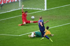 Australia 2 Holland 3 in June 2014 in Porto Alegre. Arjen Robben slots home and its 1-0 to Holland in Group B #WorldCupFinals