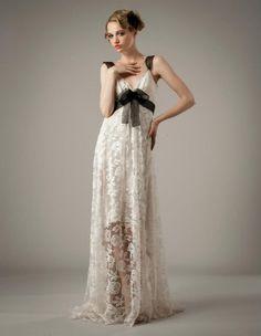 Vestido de novia con detalles en cintura y tirantes de color negro - Foto Elizabeth Fillmore