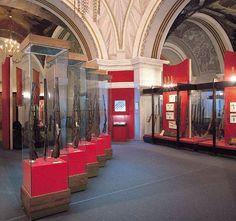 El Museo de Armas de Tula. Es uno de los museos más antiguos de Rusia que muestra la evolución de las armas desde finales del siglo XVI hasta nuestros días. La exposición muestra no sólo las armas rusas, sino también los brazos de la Europa Occidental y América del Norte.