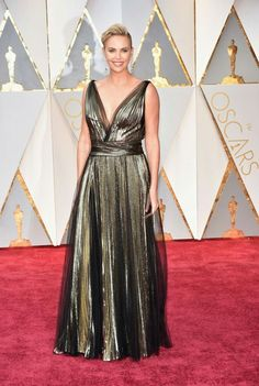 Oscar 2017. Charlize Theron arrives in Dior on the Oscars red carpet for the 89th Academy Awards.