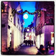 #Wolfstraat - view #Smedenstraat - #Maastricht #Mtricht #UniverCity    Christmas shopping season Mtricht - extra opening hours. pinned with Pinvolve