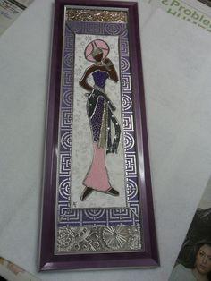 Dama emplomada enmarcada y decorada con repujados en estaño y papeles de texturas.