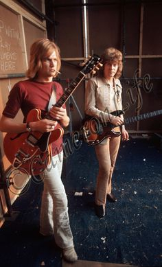 The Moody Blues - Justin Hayward, John Lodge. Too bad that ain't a blunt in his mouth ;)