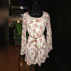 Sweet pink floral print bell-sleeve dress Size medium bell-sleeve knee-length dress with soft pink floral pattern. Stretchy elastic waist. Comes with brown faux leather belt (pictured). Feathers Dresses Long Sleeve