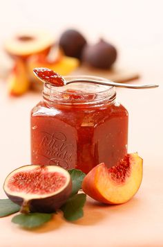 Peach and fig jam – Pastry World Jam Recipes, Canning Recipes, Sweet Recipes, Drink Recipes, Healthy Eating Tips, Healthy Nutrition, Chutneys, Fig Jam, Vegetable Drinks
