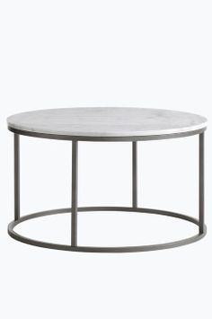 """Ellos Home Sofabord Accent ø 85 cm Rundt sofabord med plate av marmor og stamme av metall. Da marmor er et naturmateriale er det normalt at små avvik i størrelse, farge og struktur forekommer. Ø 85 cm. Høyde 48 cm. Lev. umontert. <br>Fraktvekt 45 kg. <br><br>Les om Fraktvekt under fliken """"Levering"""".<br><br>Vedlikehold av marmor<br> <br>For å gi stenen sin grunnbeskyttelse anbefales marmorpolish som du finner i velassorterte fargehandlere. Stryk på et tynt lag. La det tørke i noen minutter…"""