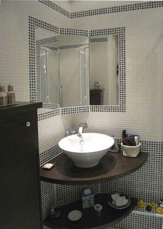 Vasque d'angle Bathroom Interior, Bathroom Makeover, Washbasin Design, Bathroom Decor, Small Toilet Room, Corner Sink Bathroom, Bathroom Design Small, Corner Sink Bathroom Small, Small Bathroom Decor