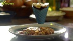 Un ve yumurtayla makarnamızı kendimiz hazırlayacağız, sonra da onu en güzel makarna tariflerinden birine dönüştüreceğiz: Kıymalı lazanya! Nefis domates sosu ve iştah açan görüntüsüyle pratik bir ziyafet…   #gununtarifi: Kıymalı Lazanya