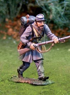Civil War Confederate CS00752 11th Virginia Charging - Made by The Collectors Showcase Military Miniatures and Models. Factory made, hand assembled, painted and boxed in a padded decorative box. Excellent gift for the enthusiast.