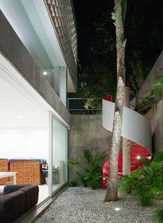 Modern and functional Sao Paulo escape: Sumaré House