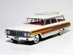 1:43 Premium X Ford Country Squire 1964