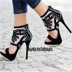 Siyah, şık, ince topuklu ayakkabı bu senenin gözdesi olacak gibi! #maximumkart