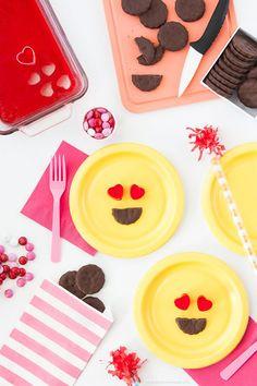 Emoji Party Tablescape and Decor