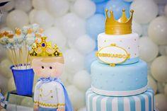 O príncipe Bernardo ganhou uma festinha à altura! Seu aniversário de 1 ano foi comemorado em clima de realeza, com coroas enfeitando o bolo e os docinhos d