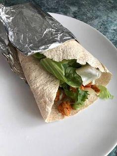 Csirkés tortilla Pita Pizzas, Quesadilla, Naan, Hot Dog, Hamburger, Food Porn, Tacos, Food And Drink, Mexican