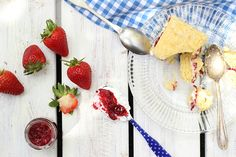 Victoria Sponge with Chia Jam and Coconut Cream Replace sweetener for lower carb version Lactose Free, Dairy Free, Gluten Free, Strawberry Cakes, Strawberry Jam, Paleo Recipes, Dessert Recipes, Victoria Sponge Cake, Good Fats