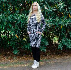 Vimma mieletön Mystical flower Saima-tunikamekko.  Photo: Katri Kallio Photography. Mystic, Kimono Top, Tops, Women, Fashion, Tunic, Moda, Fashion Styles, Fashion Illustrations