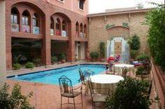 L'Hôtel Al Kabir appartient à la catégorie des 3 étoiles. Il se compose de 95 chambres dont 5 suites, chacune dotée de sa propre salle de bain.