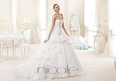 http://www.nicolespose.it/it/ #Nicole collections for #nicolespose #weddingdress #wedding #abitidasposa #alessandrarinaudo #nicole #labitodeisogni #bianco #white
