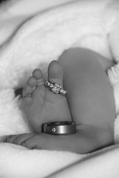After the birth ~ Beautiful tiny baby feet Newborn Pictures, Maternity Pictures, Baby Pictures, Baby Photos, Cute Kids, Cute Babies, Newborn Poses, Newborn Photography, Photography Styles