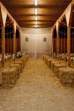 30 Intimate And Lovely Barn Wedding Reception Ideas - 5 - Pelfind
