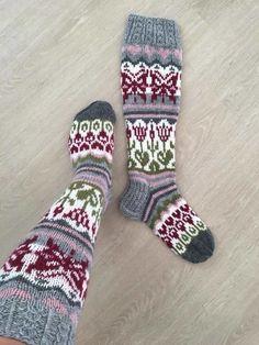 Wool Socks, Knitting Socks, Knitted Hats, Knitting Patterns Free, Free Knitting, Comfy Socks, How To Purl Knit, Colorful Socks, Happy Socks