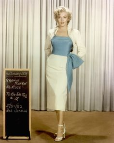 Marilyn Monroe: love her skirt and the blue knot!