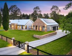 Casas Country, Modern Barn House, Barn Style Houses, Custom Fireplace, Modern Farmhouse Exterior, Modern Bungalow Exterior, Level Homes, Architect Design, My House