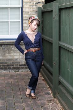 50s inspired casual look with high waisted jeans and headscarf