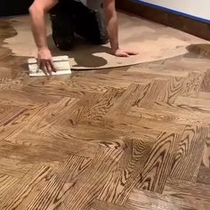 How to Build a 🎥 ? Staining Wood Floors, Diy Wood Floors, Diy Flooring, Painting Plywood Floors, Cheap Flooring Ideas Diy, Stained Plywood Floors, Pallet Floors, Red Oak Floors, Reclaimed Wood Floors