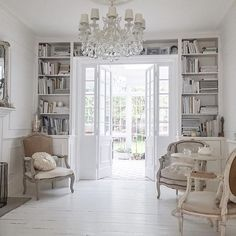 By: @white_and_faded ______________________________________▫️⭐️✨⭐️▫️ ______________________________________ #inredning #inredningsdetaljer #inspiration #interior #interiör #interiores #decora #elledecor #homestyling #homedesign #interiordesign #maison #casa #decoracion #innere  #interiordecor #style #lovely #homedecor #cozy #classy #dream #amazing #instagood