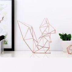 Origami Eichhörchen aus Holz in vielen verschiedenen Farben erhältlich.