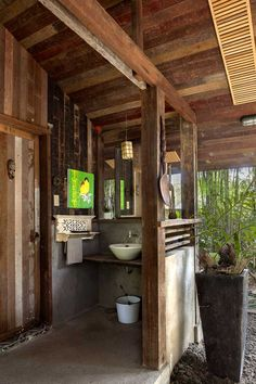 A Filipino Bahay Kubo With Modern Industrial Touches Filipino House, Philippines House Design, Bamboo House Design, Philippine Houses, Bahay Kubo, Thai House, Outdoor Bathrooms, Outdoor Tub, Tuscan Design