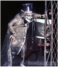 The only known photo of the Hat Box Ghost installed in the Haunted Mansion, Aug. 1969 - DoomBuggies