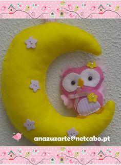 Bom Dia Alegria ♥ Mobile Corujinha na Lua, para pendurar no Berço do seu Bebé, na parede, na porta do quarto, disponível para personalizar com o nome do Bebé. Espero que gostem Beijocas, bom feriado de Santo António