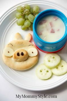My kids are going to love this! A Piggy from Angry Birds as a snack. So cute!