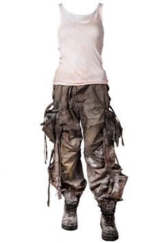 Distressing Costume for Post-Apocalyptic LARP | http://larp.guide/2015/10/distressing-costume-for-post-apocalyptic-larp/
