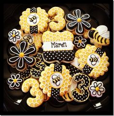 Cookies Decorated Birthday Desserts 53 Ideas For 2019 Bee Cookies, Galletas Cookies, Fancy Cookies, Flower Cookies, Easter Cookies, Cookies Et Biscuits, Cupcake Cookies, Cookie Bouquet, Baking Cookies